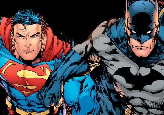 ¿Cuándo se utilizó por primera vez el término 'superhéroe' en los cómics?
